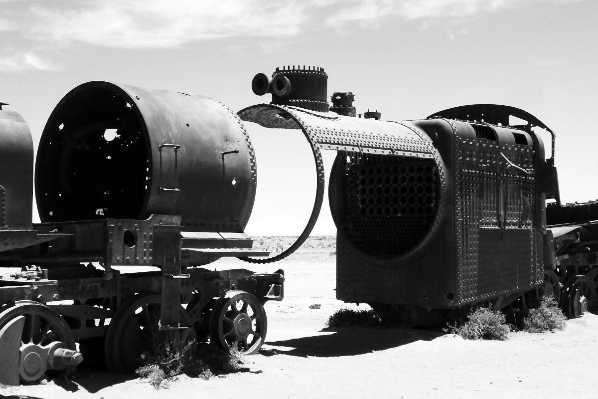 Bolivia_Uyuni_train_cementary.jpg